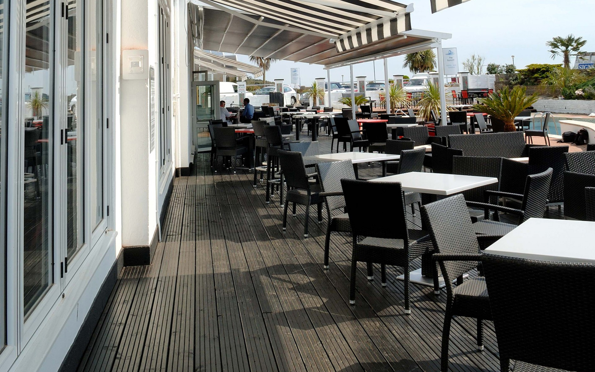 Commercial Awnings Supplier for Shops, Hotels & Restaurants