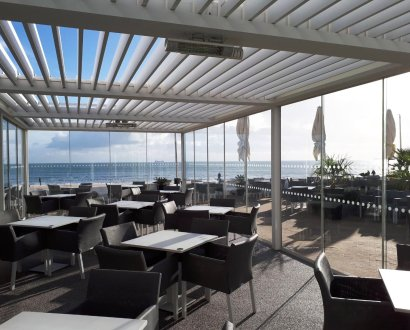 outdoor-structure-installation-for-the-sandbanks-hotel