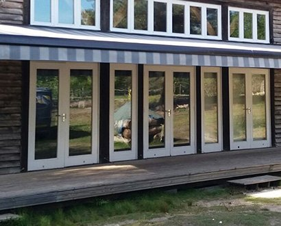 shop-awning-and-outdoor-structure-installation-in-studland-bay-dorset