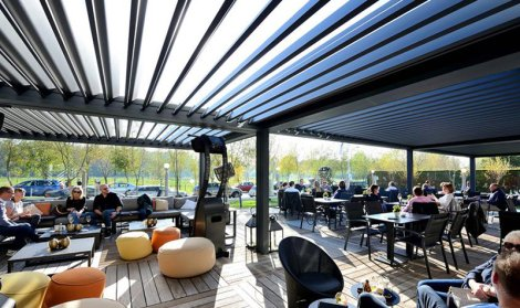 louvred roof structure covering a large outdoor seating area