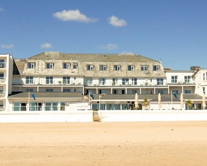 awning-and-outdoor-structure-installation-for-the-sandbanks-hotel