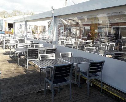 zip-screens-oxford-for-waterfront-cafe